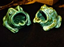 2 X VINTAGE POTTERY GREEN GLAZED TOAD / FROG ASHTRAYS 1 = SPECKLED STAMPED 82